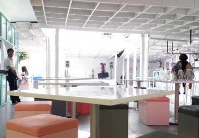 Gokil! Ada Kafe Baru di Kota Bandung, Konsepnya Memphis dan Futuristic